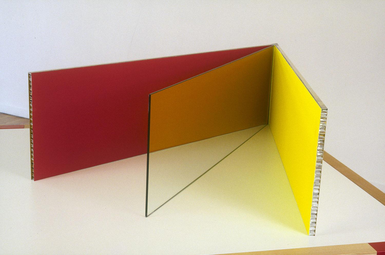 Maquette n°2 (mur rouge, verre transparent, mur jaune) - Le Grand Café