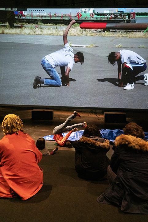 Performances dans l'installation, au LiFE - Le Grand Café